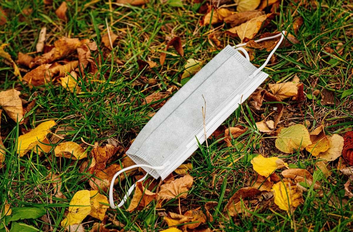 Kaum jemand trug eine Maske oder hielt den Mindestabstand ein. (Symbolbild) Foto: imago images/Steve Bauerschmidt