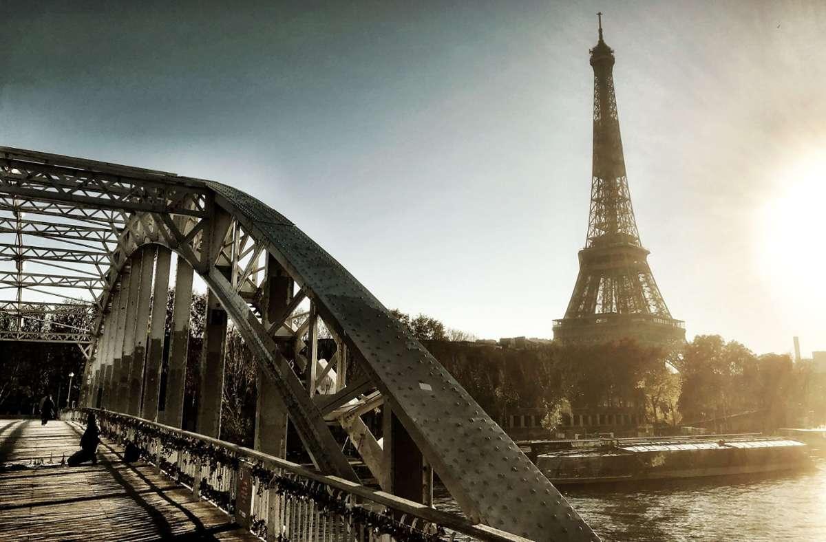 Der Eiffelturm ist das Wahrzeichen von Paris. Nun wird ein kleines Stück der ehemaligen Wendeltreppe versteigert. Foto: Krohn/Krohn