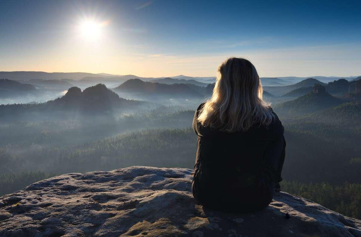 5 Dinge, die sich beim digitalen Detox im Leben ändern und 10 Tipps, wie Sie die digitale Entgiftung ohne Stress schaffen. Foto: RDonar / Shutterstock.com