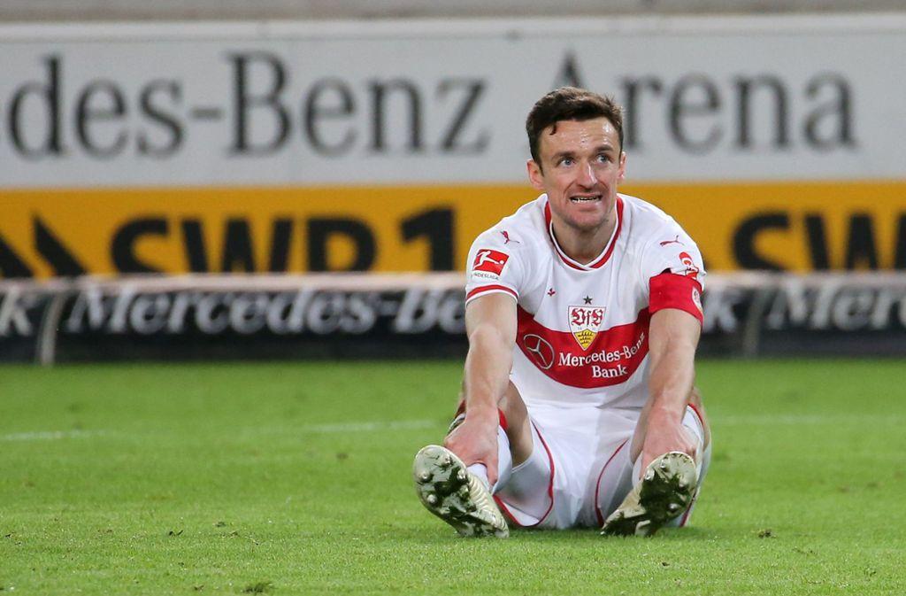 Steigerungsbedarf gegen die Spitzenmannschaften: Kapitän Christian Gentner und der VfB Foto: Baumann