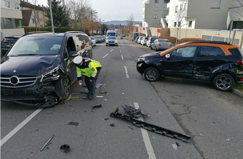 An dem Unfall in der Schmidener Straße waren zwei Autos beteiligt. Foto: Andreas Rosar
