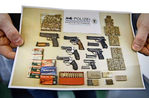 Polizei sprengt Waffenhändlerring