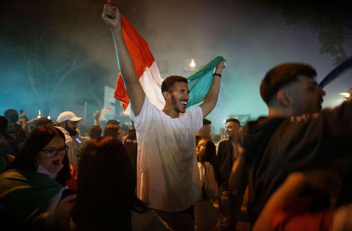 Auf dem  Stuttgarter Platz feiern die italienischen Fans. Foto: Gottfried Stoppel