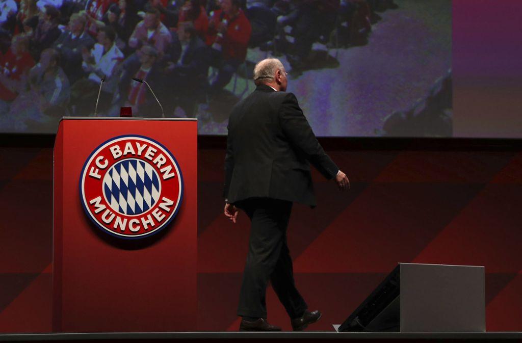 Uli Hoeneß verabschiedet sich nach 40 Jahren vom FC Bayern München. Foto: AP/Matthias Schrader