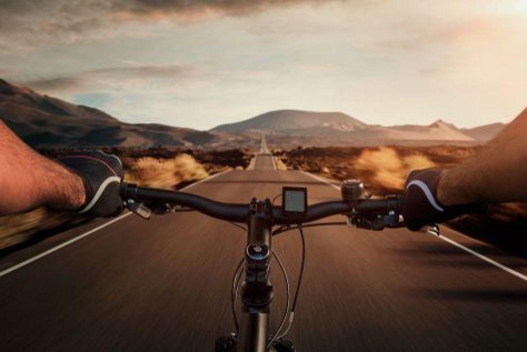 Die Längste in 24 Stunden: Exakt 851,2 Kilometer ist die längste Strecke die je innerhalb von 24 Stunden auf einem Fahrrad zurückgelegt wurde. Der Amerikaner Michael Secrest schaffte dies 1996. Foto: Shutterstock/rangizzz