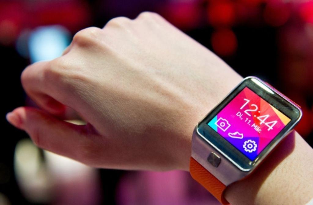 Manche Smartwatches sehen aus wie ein Mini-Computer am Handgelenk. Doch das muss nicht so sein. In unserer Galerie stellen wir die aktuellen Modelle vor. Foto: dpa