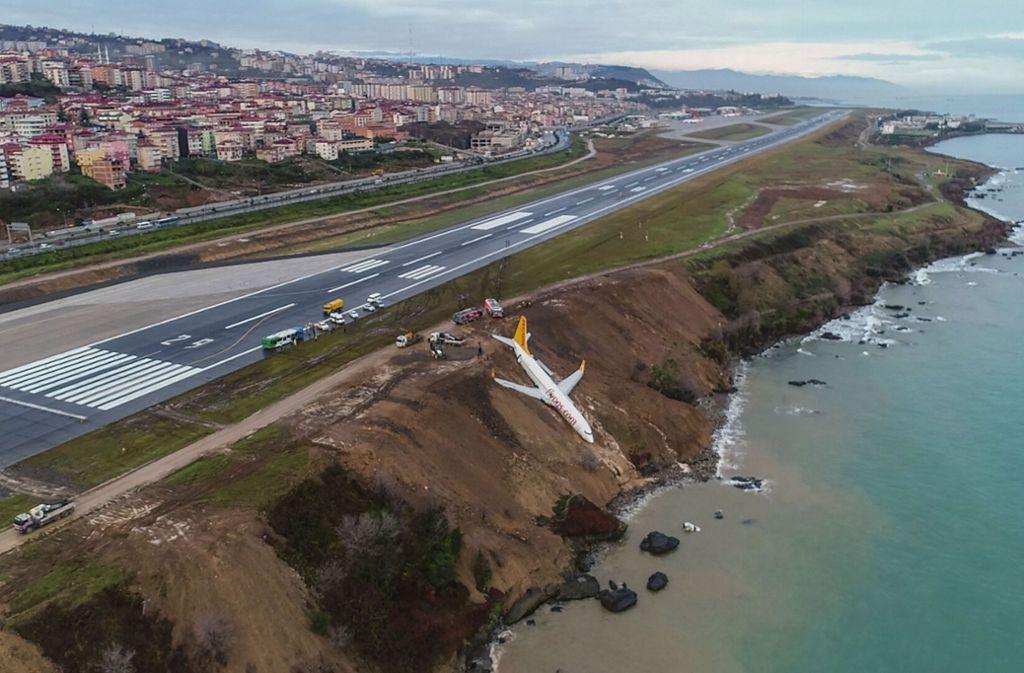 Nur ein paar Meter vor dem Meter blieb das Flugzeug liegen. Foto: dpa