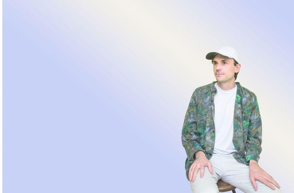 Einsam vor pastellfarbenem Grund: Leif Randt Foto: /Zuzanna Kaluzna