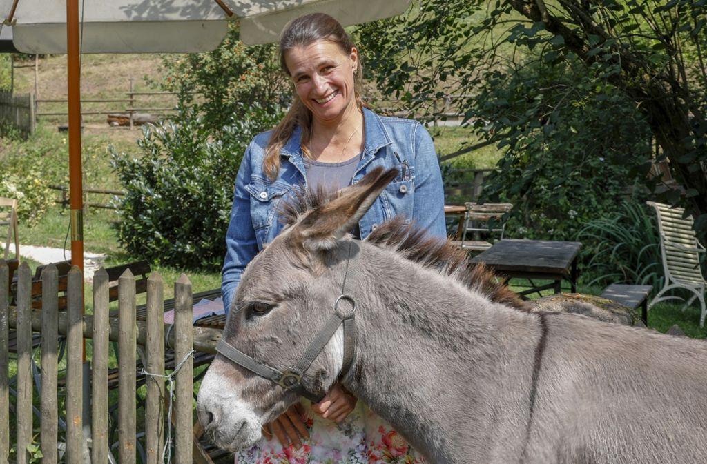 Natalie Barthels betreibt zusammen mit ihrem Mann Meinrad Bauer die Eselsmühle. Foto: Thomas Krämer