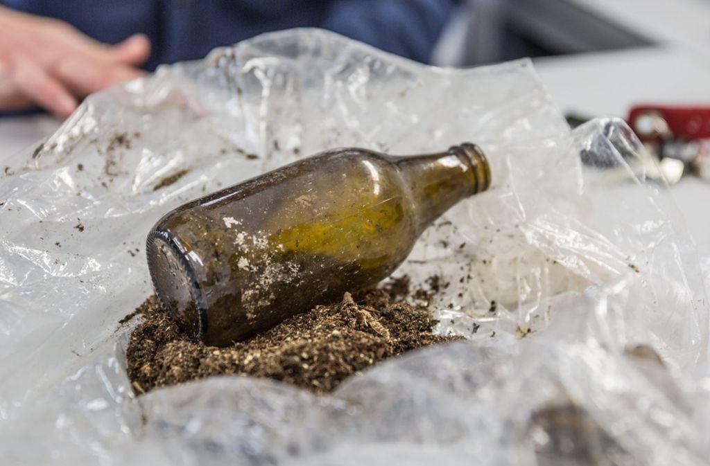 Der Geist in der Flasche: Diese Flasche mit Käferkot wurde im S-21-Baugelände Rosensteinpark entdeckt. Foto: Lichtgut/Julian Rettig