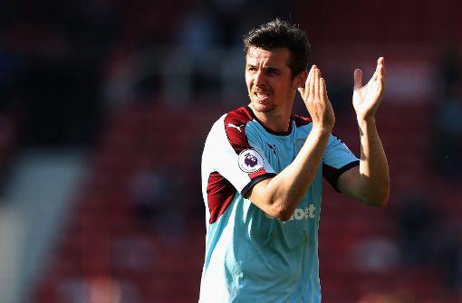 Fußballprofi Barton wegen Wetten für 18 Monate gesperrt