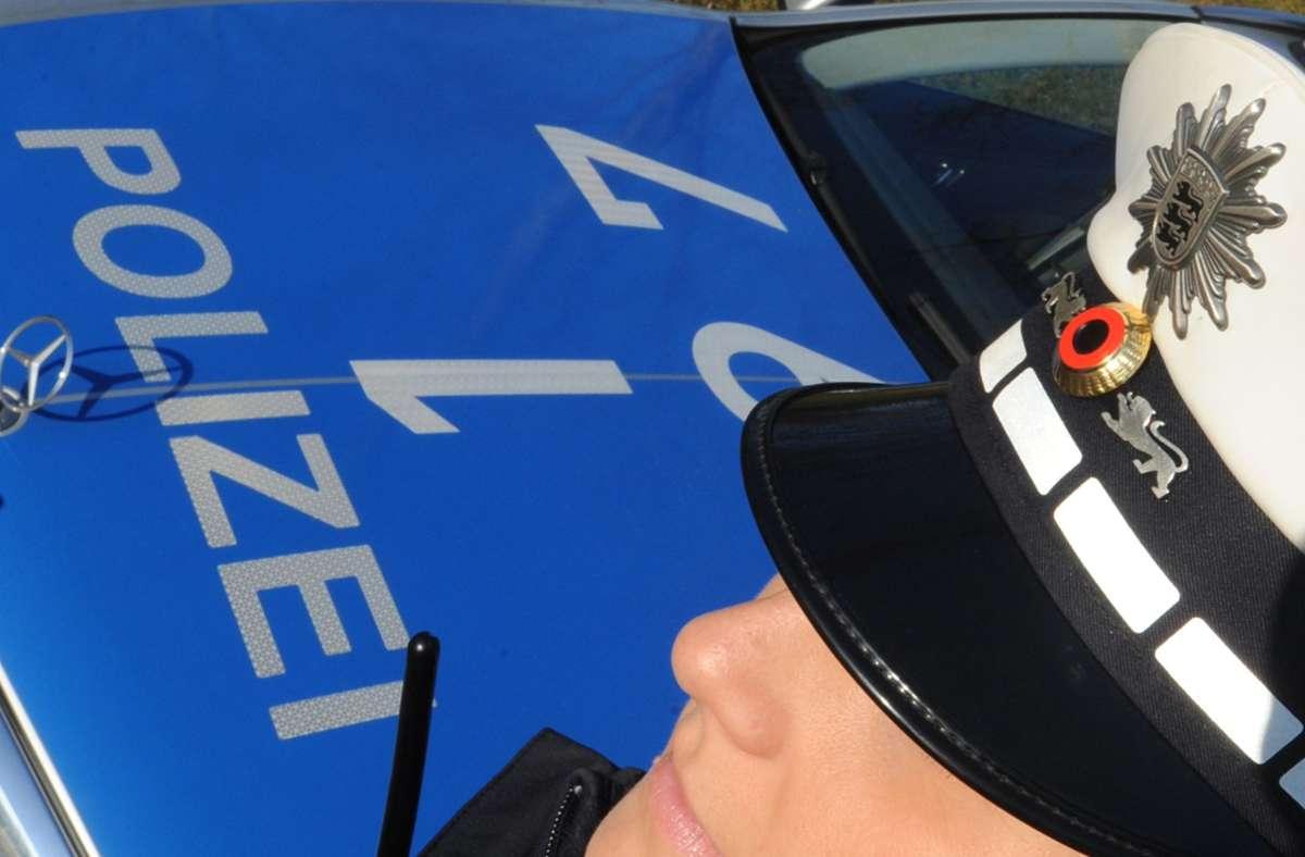 Die drei Polizistinnen und ihr Kollegen mussten sich aufs Übelste beschimpfen lassen. (Symbolbild) Foto: picture alliance / dpa/Franziska Kraufmann