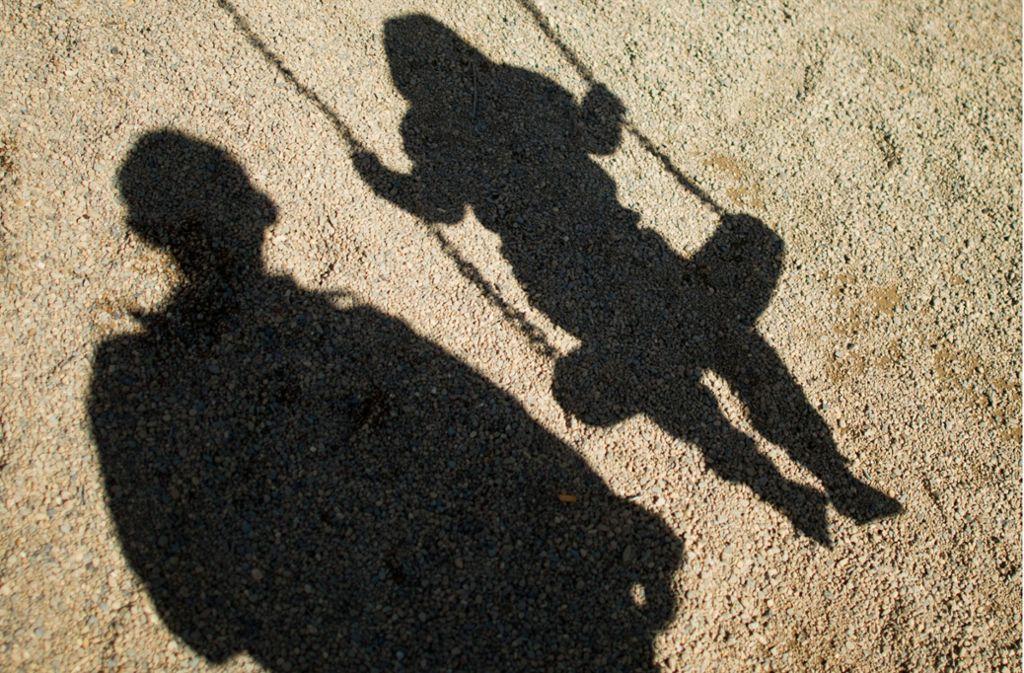 Ein Gesetzesentwurf des Landes hat das Ziel, Kinder in Zukunft besser vor Übergriffen durch Betreuungspersonal mit pädosexuellen Neigungen zu schützen. Foto: dpa/Julian Stratenschulte