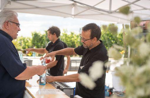 Der Weinkolumnist hinter der Theke: Ein anstrengender Job Foto: Martin Stollberg Foto: