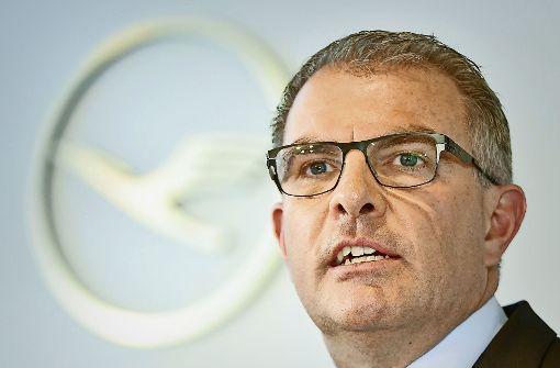 Lufthansa-Chef Carsten Spohr hat die Vergütung für die Führungskräfte umgestellt. Foto: dpa