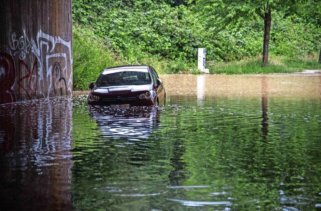 Bei Kirchheim waren viele Unterführungen überflutet. Foto: SDMG