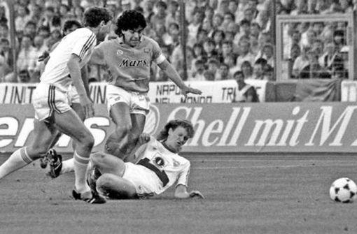 Ballartist Diego Maradona verzaubert auch den VfB