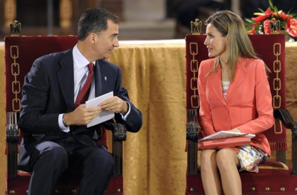 Kronprinz Felipe und seine Frau Letizia waren am Mittwoch das erste Mal nach Juan Carlos Ankündigung wieder in der Öffentlichkeit zu sehen. Foto: dpa