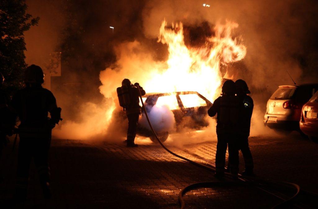 In Eningen bei Reutlingen ist am Pfingstsonntag ein Golf in Flammen aufgegangen. Foto: 7aktuell.de/Felder