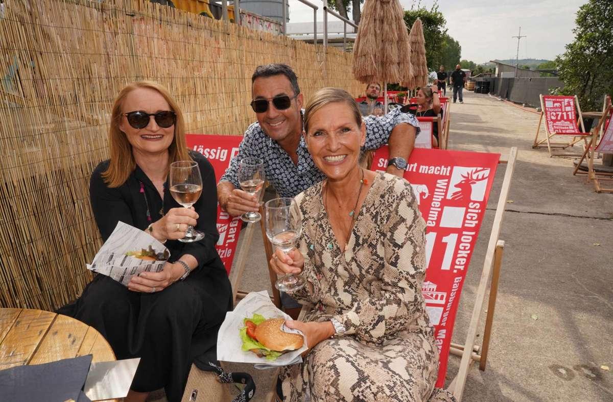 Gäste von Fridas Pier nutzen den heißen Samstag für einen Ausflug ans Neckarufer. Foto: Andreas Rosar Fotoagentur-Stuttg