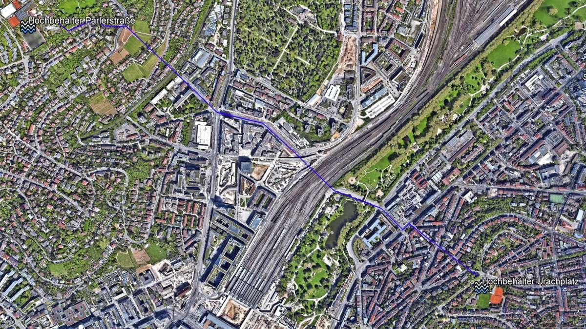 Vom Hochbehälter  Mühlbachhof an der Parlerstraße wird das Wasser  2,6 Kilometer zum Hochbehälter Kanonenweg am  Urachplatz gepumpt. Foto: Google Earth