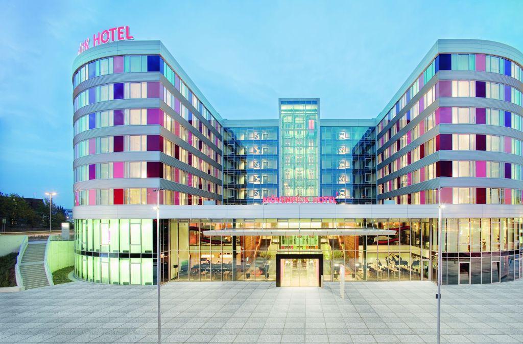 Das moderne Moevenpick Hotel liegt direkt am Stuttgarter Flughafen. Foto: Moevenpick Airport Hotel