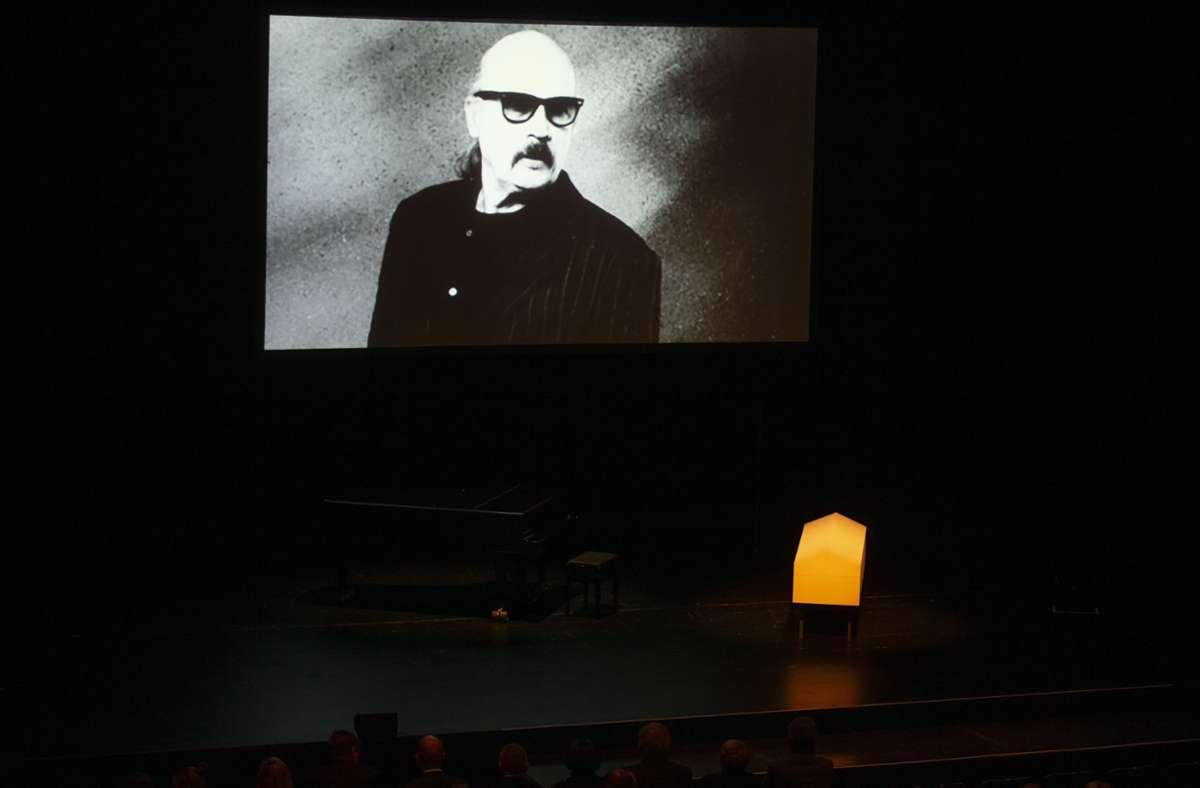 Αν η Στουτγάρδη αξίζει τον τίτλο της Πολιτιστικής Πρωτεύουσας, οφείλεται σε ανθρώπους όπως ο Wolfgang Dauner.  Ο θρύλος της τζαζ πέθανε τον Ιανουάριο του 2020 σε ηλικία 84 ετών και θεωρήθηκε διεθνώς ως καινοτόμος του μουσικού είδους.  Ο Dauner έχει τιμηθεί πολλές φορές - συμπεριλαμβανομένου του Ομοσπονδιακού Σταυρού της Αξίας - και πάνω από 600 θρηνητές παρευρέθηκαν στην κηδεία του στη Στουτγκάρδη  Αυτό ήταν πριν από την περίοδο της Κορώνας.  Φωτογραφία: Lichtgut