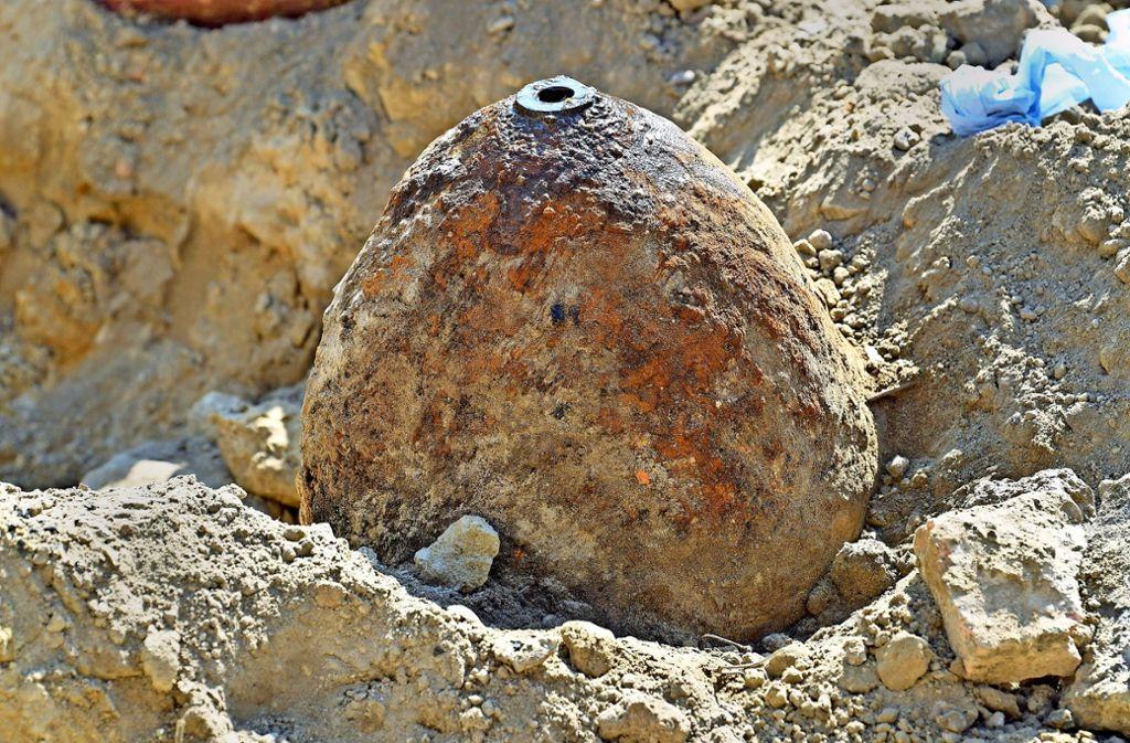 Eine Fliegerbombe aus dem Zweiten Weltkrieg. Die Experten halten es für wahrscheinlich, dass in Ludwigsburg ein ähnliches Modell im Boden liegt Foto: dpa