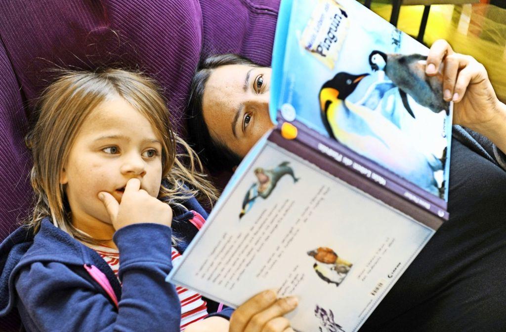 Sprechen lernen kann Spaß machen – Vorlesen hilft dabei. Foto: dpa