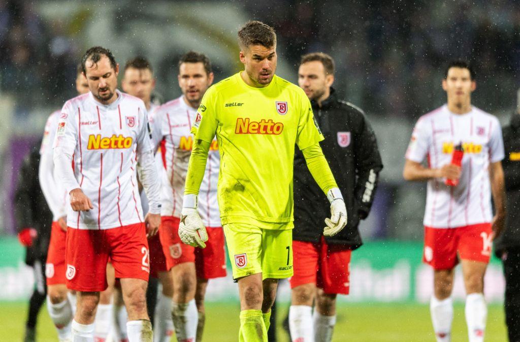 Jahn Regensburg fällt nach der Niederlage gegen den FC Erzgebirge Aue auf den siebten Tabellenplatz. Foto: dpa/Robert Michael