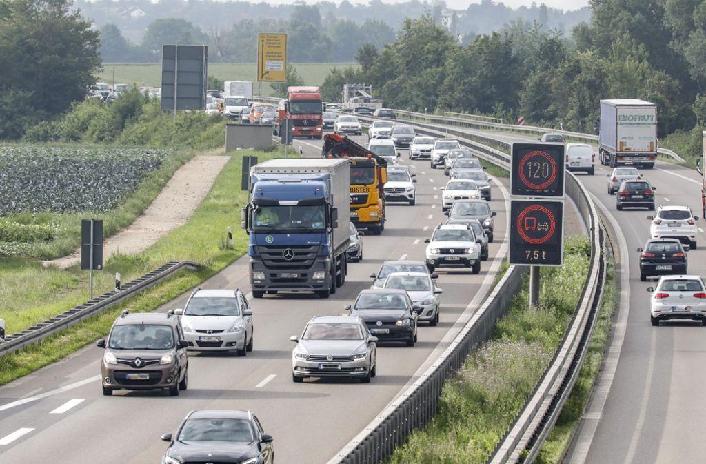 Für die leidgeplagten Autofahrer soll der Stau auf der Bundesstraße 27 künftig weniger werden  – nach dem Ausbau auf sechs Spuren. Foto: Thomas Krämer
