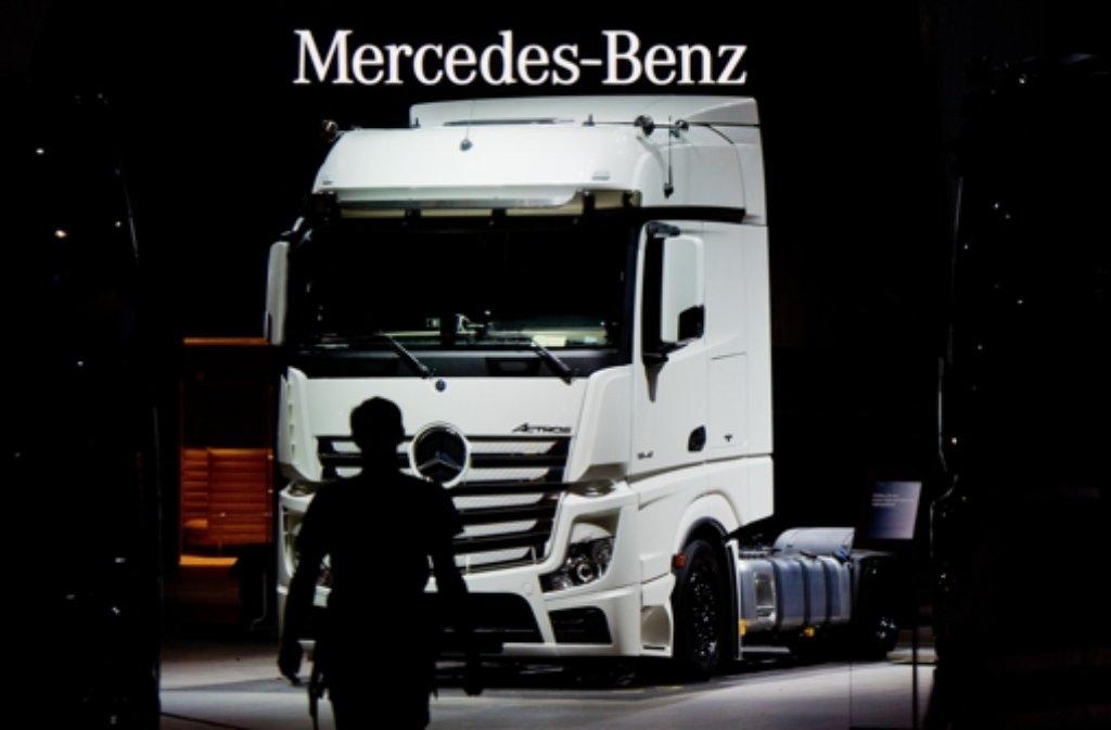Daimler legt weitere 600 Millionen Euro zurück, um sich für eine hohe Strafe durch die EU-Kommission wegen Lkw-Kartellvorwürfen zu wappnen. Foto: dpa