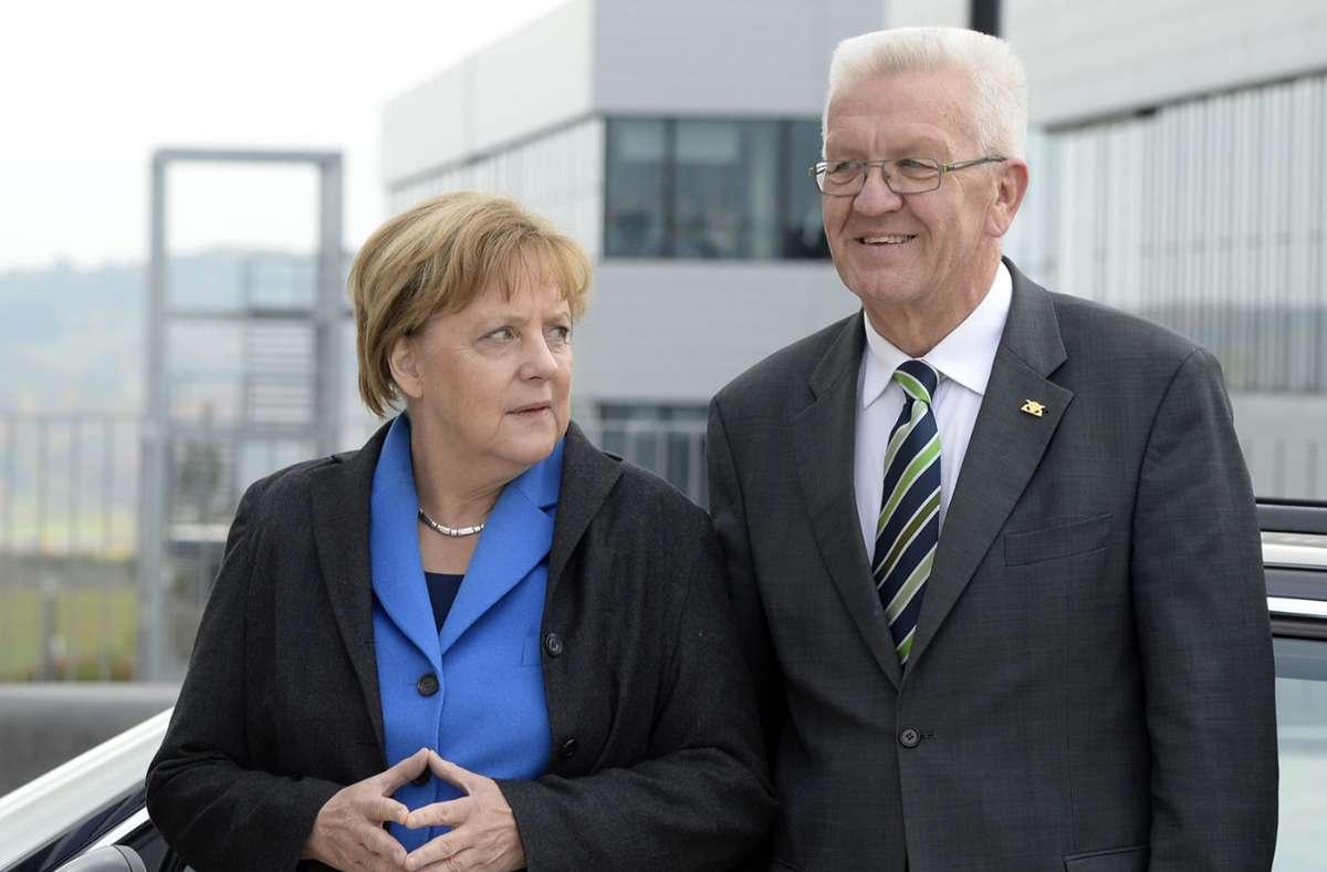 Kanzlerin Angela Merkel und Baden-Württembergs Ministerpräsident Winfried Kretschmann sind beliebt bei den Deutschen. (Archivbild) Foto: AFP/CHRISTOF STACHE