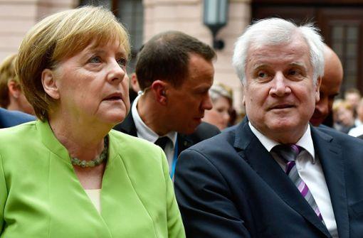 SPD wegen Unionsstreit erzürnt - Seehofer warnt Merkel vor Entlassung