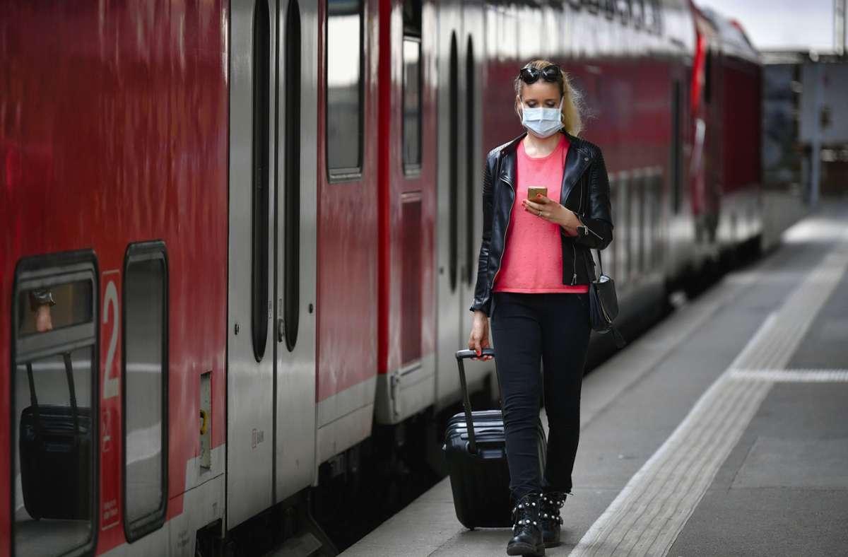Der Bahnhof in Bietigheim musste gesperrt werden– das hatte auch Auswirkungen auf Reisende in Richtung Stuttgart. (Symbolbild) Foto: imago images/Michael Weber