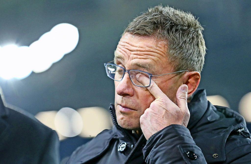 Fußballtrainer Ralf Rangnick geht es so wie vielen Menschen: Es fasst sich ins Auge. Foto: dpa/Jan Woitas