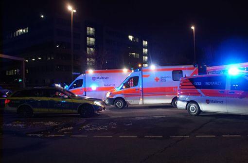 Autofahrer nach Unfall im Wagen eingeklemmt