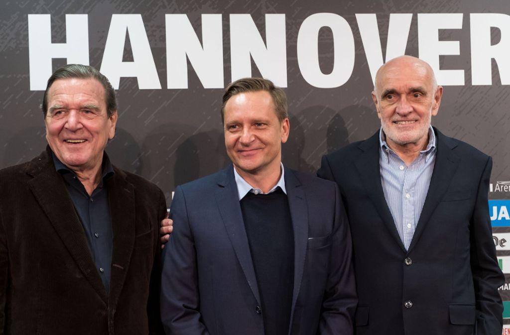 Die Drei von Hannover 96: Gerhard Schröder, Horst Heldt und Martin Kind (von links). Foto: dpa
