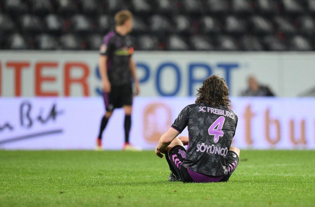Kurios, kurioser, das Montagsspiel der Bundesliga. Der SC Freiburg verliert durch einem Elfmeter nach Videobeweis gegen 1. FSV Mainz 05. Foto: dpa