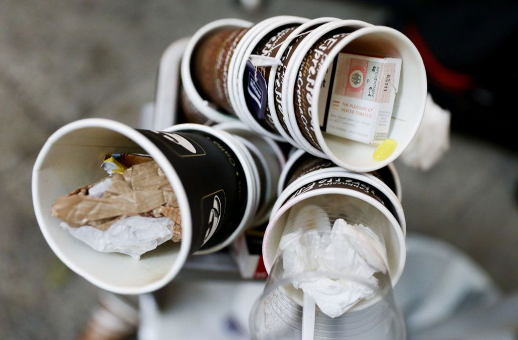 In welchen Mülleimer soll der Müll? Foto: dpa/Kay Nietfeld