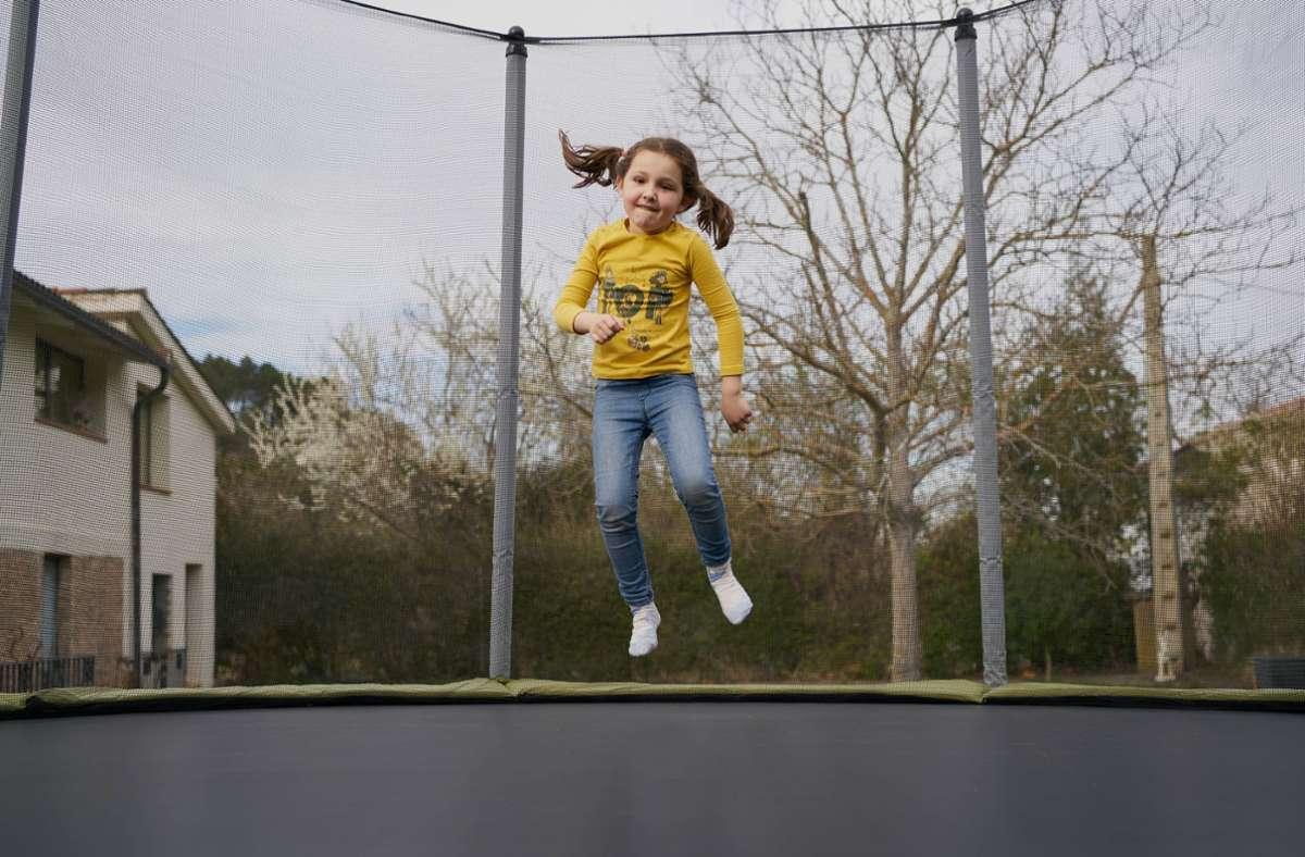 Trampolinspringen macht vor allem den Jüngeren  Spaß. Foto: imago/Cavan Image