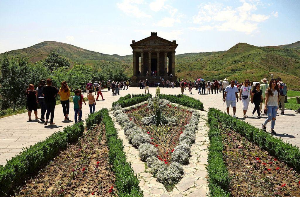 Heiligtum  in der armenischen Provinz Kotajk, der  Mithras Tempel mit 24 ionischen Säulen bei der Kleinstadt Garni Foto: privat