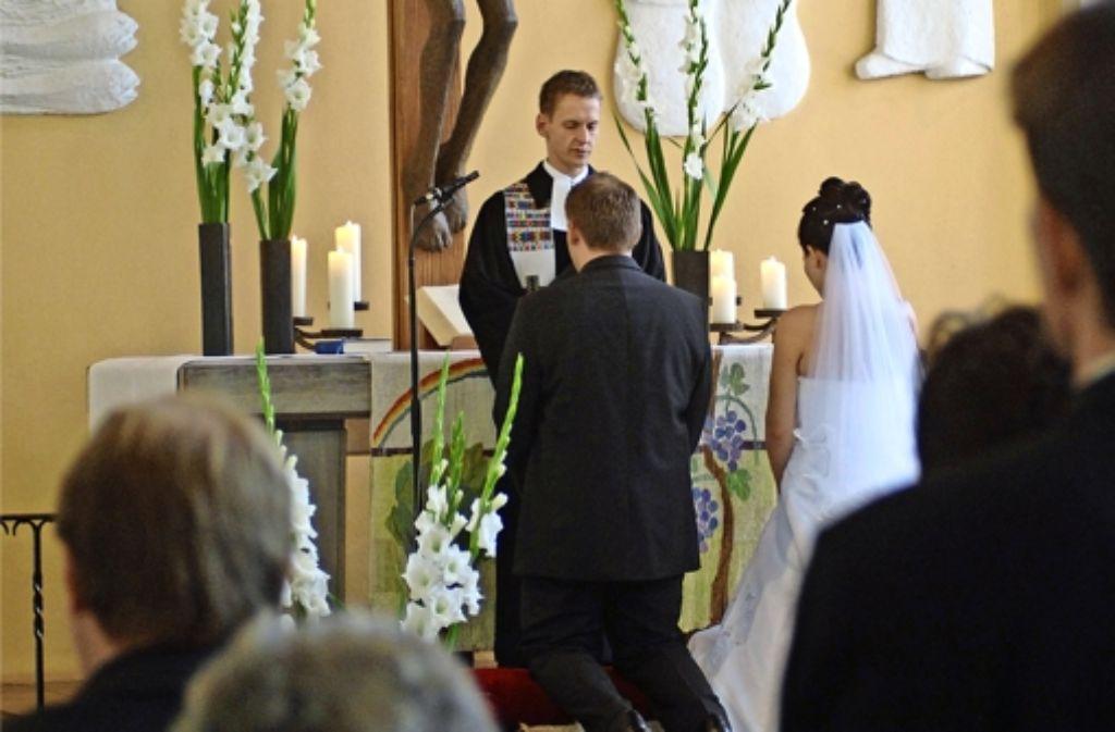 Viele Paare suchen die perfekte Kirche für ihren ganz besonderen Tag. Die liegt nicht unbedingt am eigenen Wohnort. Foto: Werner Kuhnle