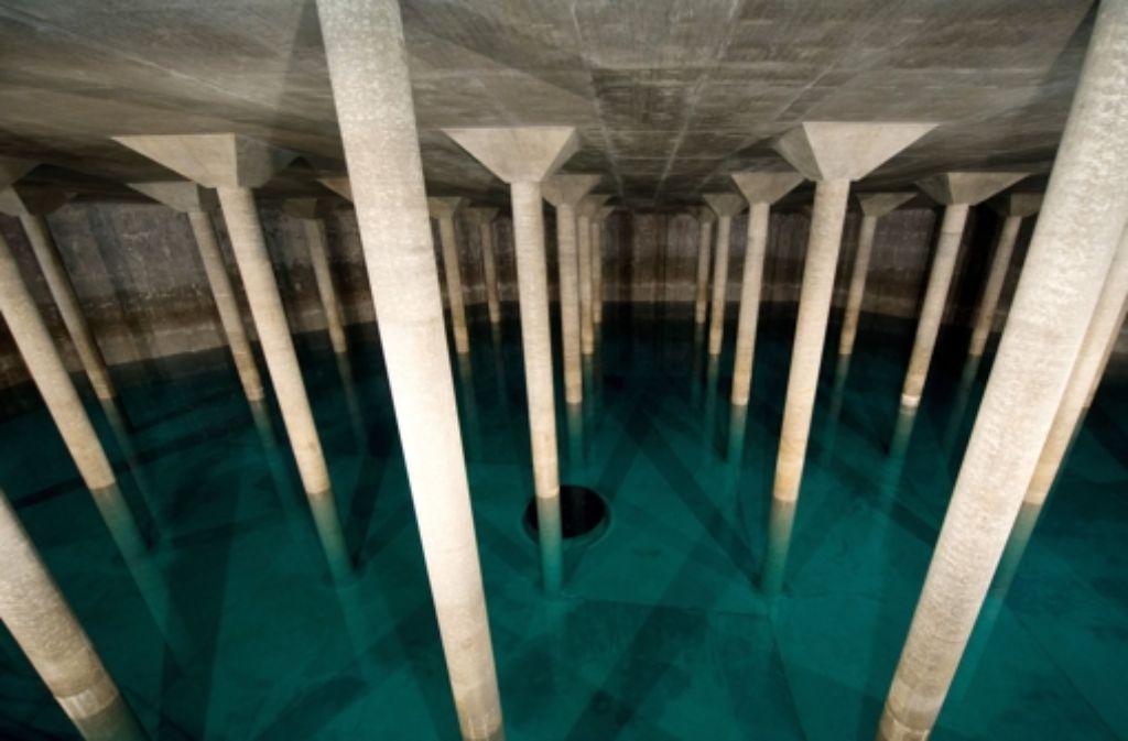 Der Rückkauf des Stuttgarter Wassernetzes wird die Stadt mehr kosten als geplant. Foto: dpa