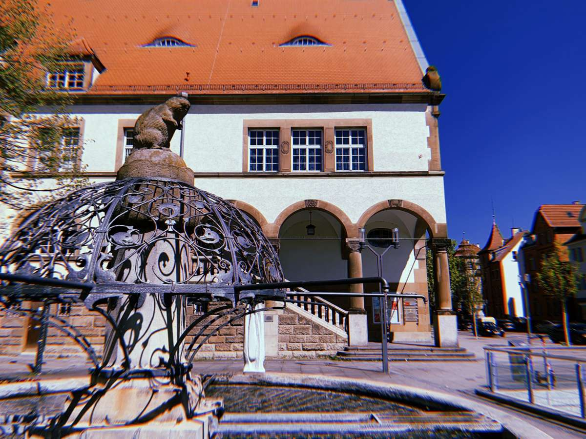 Wir starten unsere Tour durch Feuerbach auf dem Wilhelm-Geiger-Platz.  Foto: Alla Lukashova