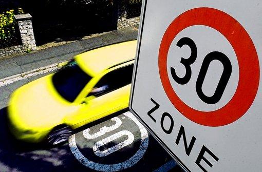 Tempo 30 gilt zunehmend auch außerhalb  von Wohngebieten. Foto: dpa