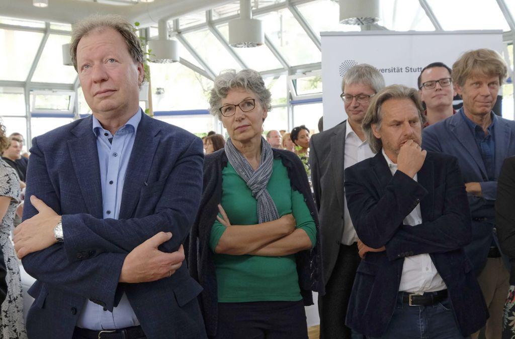 Enttäuschung bei der Public-Viewing-Party der Uni Stuttgart auf dem Vaihinger Campus: Rektor Ressel (links) und seine Mitarbeiter hatten schwer auf den Titel gehofft. Foto: Michael Latz