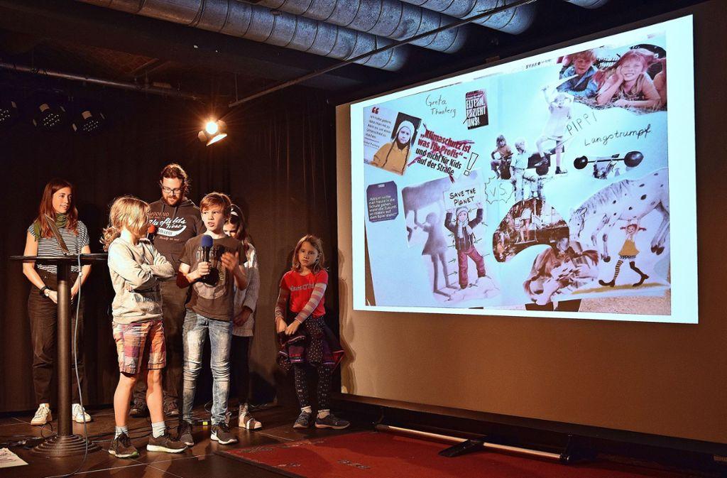 Der Workshopleiter Dominik Rehermann  und die Kinder  Georg, Ferdinand (mit Mikro) Leonie und  Katharina dachten über Verbotenes und Erlaubtes nach. Foto: Petra Mostbacher-Dix