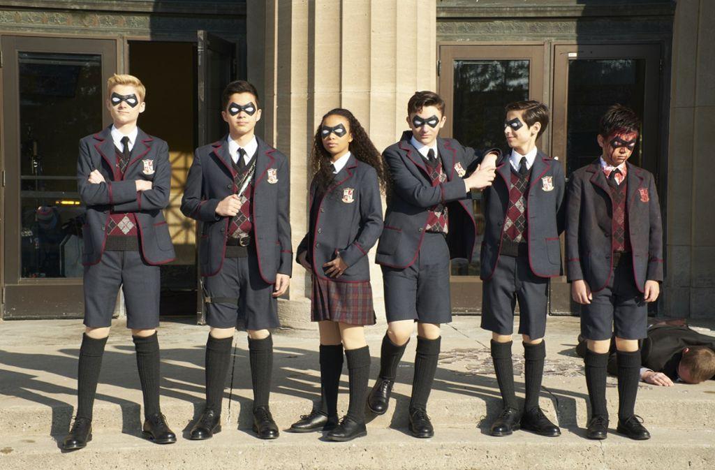 Sechs der sieben Mitglieder der Umbrella Academy verfügen über außergewöhnliche Fähigkeiten und dürften  die Superhelden mimen Foto: Netflix