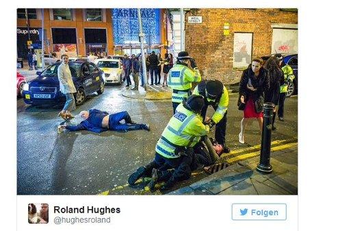 Eine typische Silvester-Szene, aufgenommen in Manchester, wird zum viralen Hit im Netz. Foto: Screenshot Manchester Evening News/Fotograf: Joel Goodman